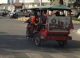 Norodom Boulevard, not allowing traffic tuk-tuk